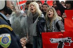 Griechenland: Linke Parlamentsfraktion und Marxisten-Leninisten nehmen zum Überfall auf Polizisten Stellung