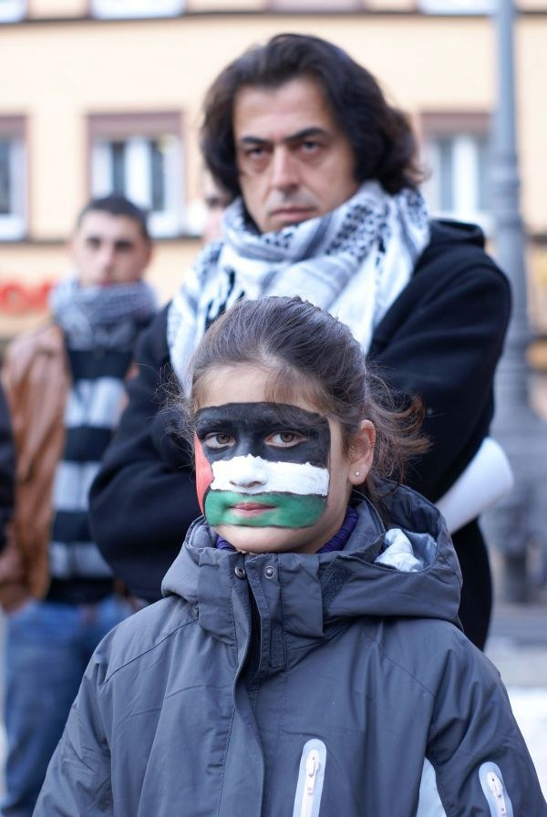 150 demonstrierten vor dem Schwäbisch Gmünder Rathaus gegen Aggression Israels im Gaza