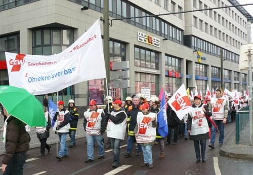 Über 100.000 Landesbeschäftigte im Warnstreik
