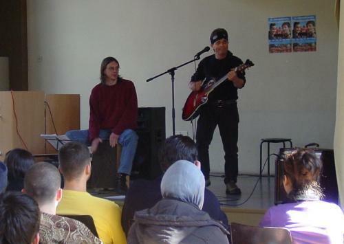 Tolles Schulkonzert mit Mike Stout in Berlin-Kreuzberg
