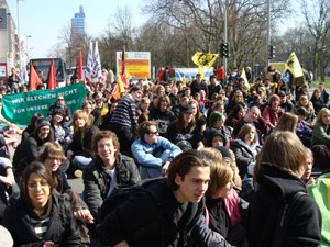 Schüler gehen in Duisburg auf die Straße