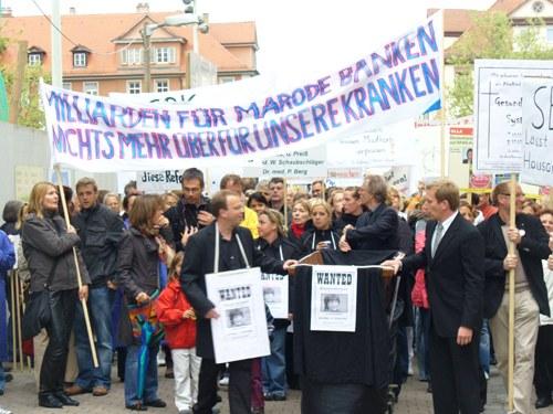 Erlanger Dienstags-Demonstration der Beschäftigten im Gesundheitswesen wächst