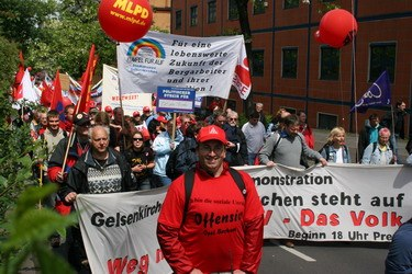 100.000 demonstrieren in Berlin - Kritik am Kapitalismus im Zentrum der Diskussion