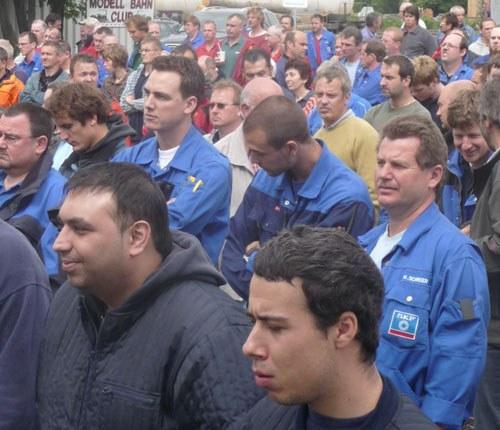Selbständige Aktion von 700 Daimler-Arbeitern in Sindelfingen