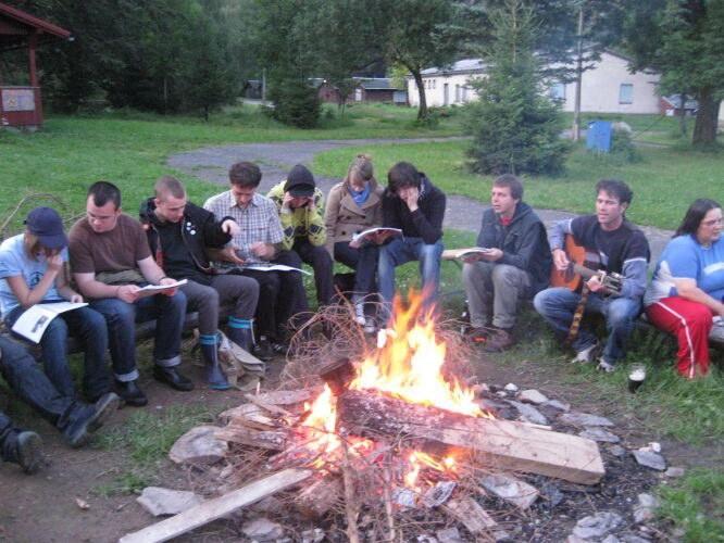 Neue Freunde, Spaß, politische Diskussion und Rebellion: die Sommercamps von REBELL und ROTFÜCHSEN