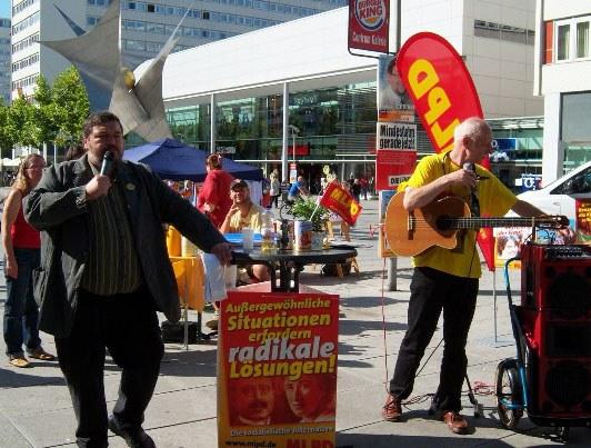 Anziehende Wahlkampf-Kundgebung in Dresden
