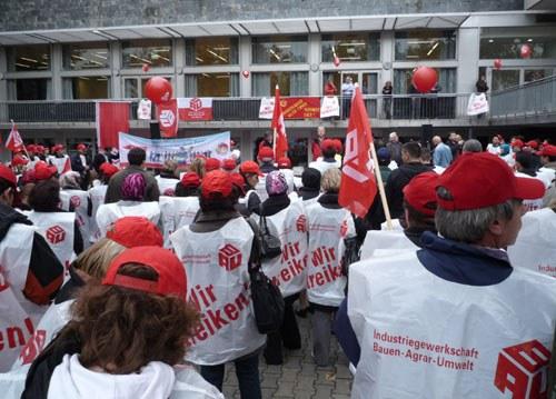 """Spontandemonstration in Frankfurt: """"Gebäudereiniger aller Firmen, vereinigt euch!"""""""