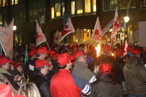Kämpferische Demonstration von Dystar-Kollegen in Leverkusen