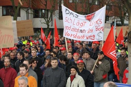 Sindelfingen: 15.000 Daimler-Arbeiter demonstrieren am Vormittag