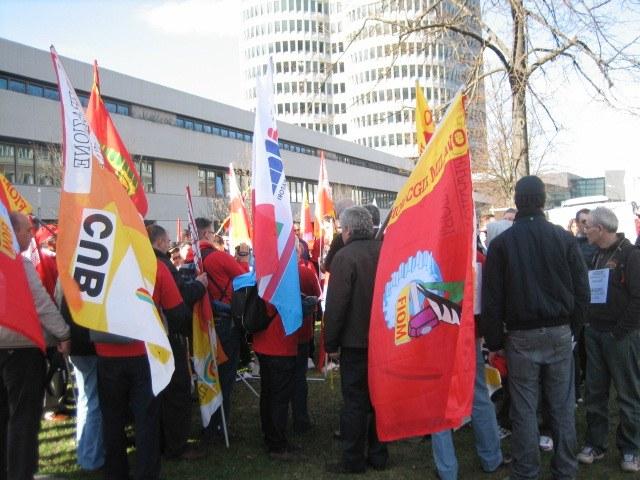 Beschäftigte von italienischem BMW-Zulieferer protestieren in München