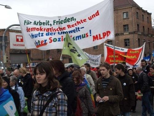 Ostermarsch 2010 - auffällig war eine stärkere Beteiligung von Jugendlichen