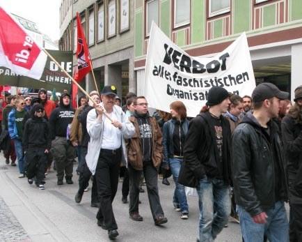 Erfolgreicher Demonstrationen zum 65. Jahrestag der Befreiung vom Hitlerfaschismus