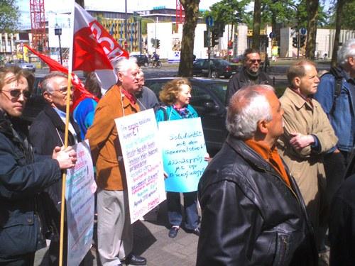 Solidaritätsaktion vor der griechischen Botschaft in Köln