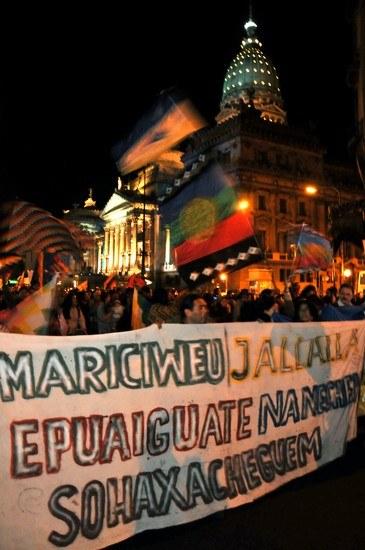"""Millionen auf den Straßen Argentiniens feiern 200 Jahre """"Mairevolution"""""""