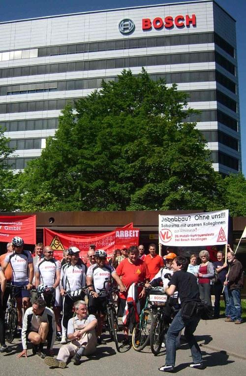 Protest gegen Standortsschließungen vor der Bosch-Konzernzentrale