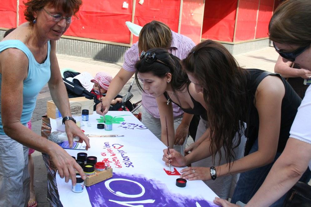 """Weltfrauenmarsch in Istanbul und Deutschland: """"Hoch lebe die Solidarität für die Frauen"""""""
