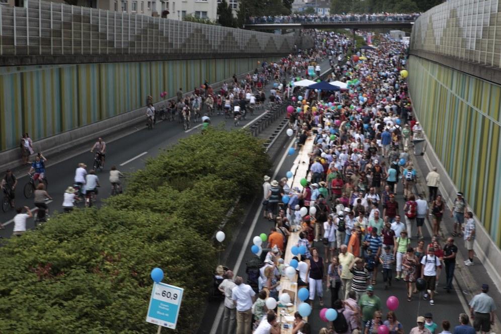 Im Ruhrgebiet feiern die Massen - und lassen sich nicht bevormunden