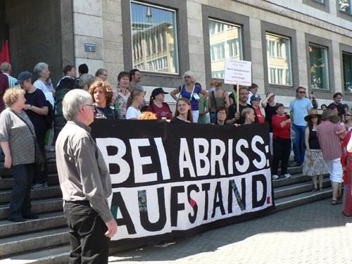 """Widerstand gegen """"Stuttgart 21"""": """"Weg mit dem Zaun - wir lassen uns nicht den Bahnhof klaun!"""""""