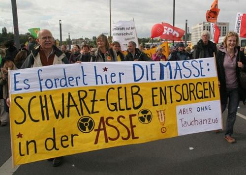 """AKW-Laufzeitverlängerung und """"Enteignungsgesetz"""" gegen breiten Widerstand der Bevölkerung beschlossen"""