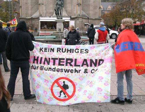 """Gemeinsamer Protest gegen Bundeswehr-Event """"BW-Musix"""" in Balingen"""