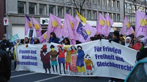 """Proteste gegen Gewalt an Frauen: """"Frauen, die kämpfen, Frauen, die leben"""""""