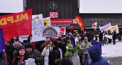 Neue Kräfte international im Kampf gegen die Klimakatastrophe - trotz Eiseskälte in Deutschland entschlossene Aktionen zum internationalen Kampftag zur Rettung der natürlichen Umwelt