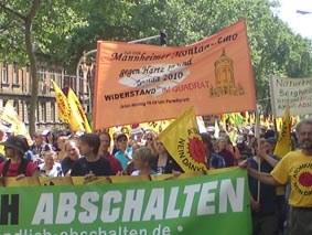160.000 Menschen demonstrieren für die sofortige Stilllegung aller Atomkraftwerke