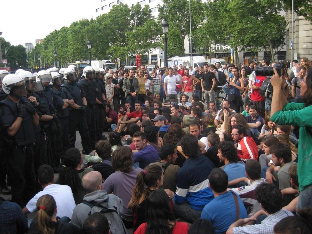 Augenzeugin berichtet vom Polizeieinsatz gegen rebellierende Jugendliche in Barcelona