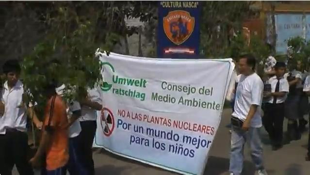 Jugendliche in Peru werben für den Umweltratschlag