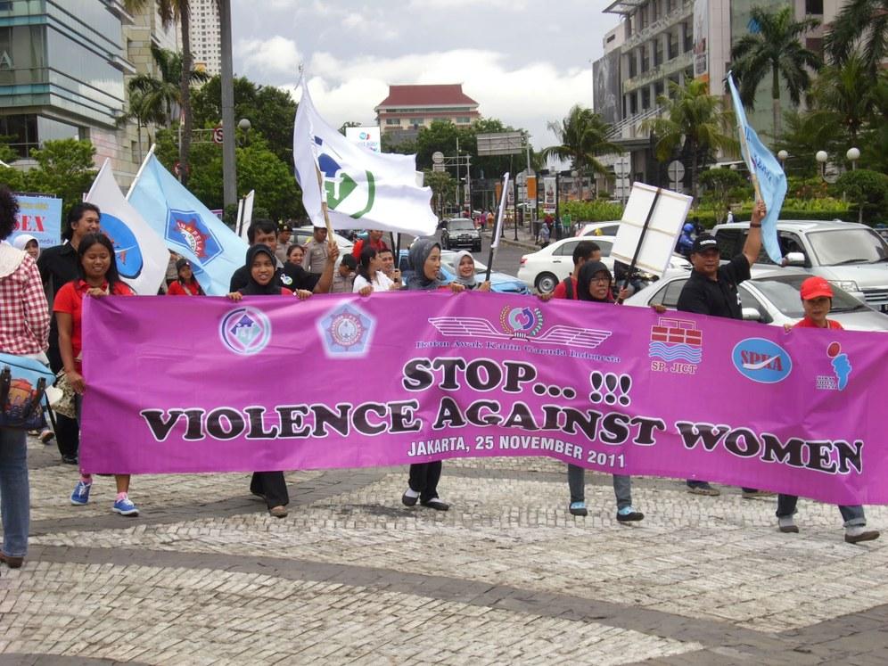 """Weltweite Aktionen zum """"Internationalen Tag gegen Gewalt an Frauen"""""""