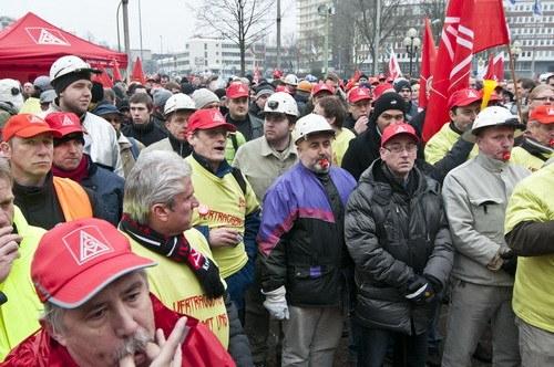 Stahlarbeiter: Breite Diskussionen über den Kampf und den Vertragsabschluss