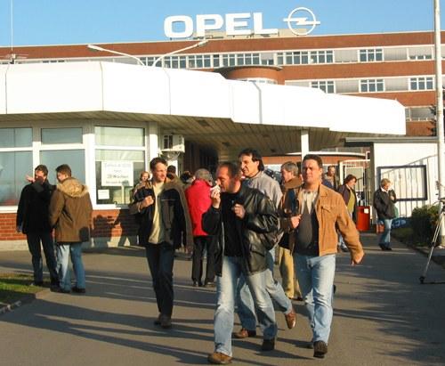 """Diskussion unter Opel-Belegschaften - Kollegenzeitung """"Blitz"""" für """"unbefristeten selbständigen Streik"""""""