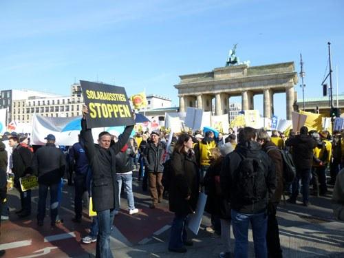 11.000 protestieren gegen Anti-Solar-Plan der Bundesregierung
