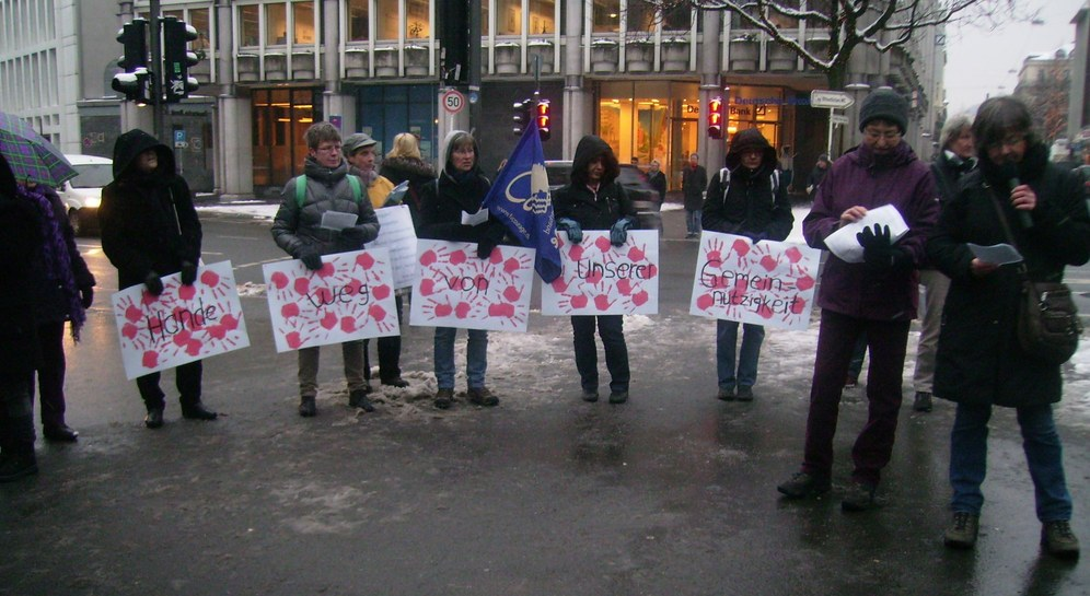 Couragierte Demonstration greift Verfassungsschutz an