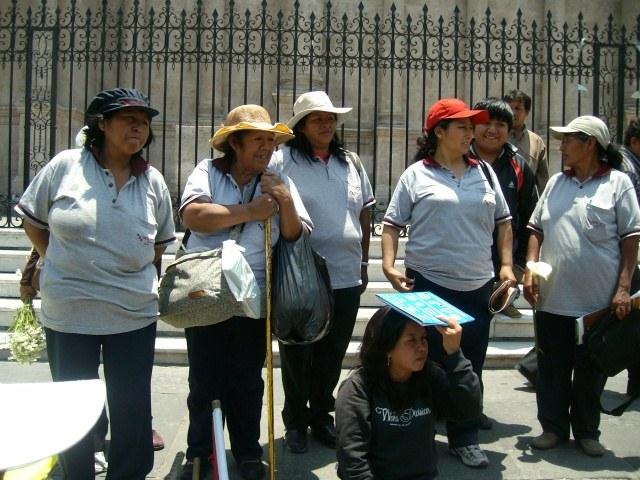 Entlassene Textilarbeiterinnen in Arequipa fordern ihre Wiedereinstellung