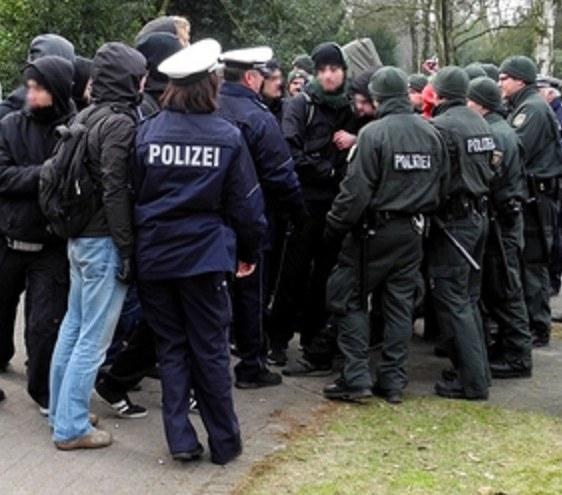 NRW-Bauminister Groschek (SPD) beschimpft Antimilitaristen