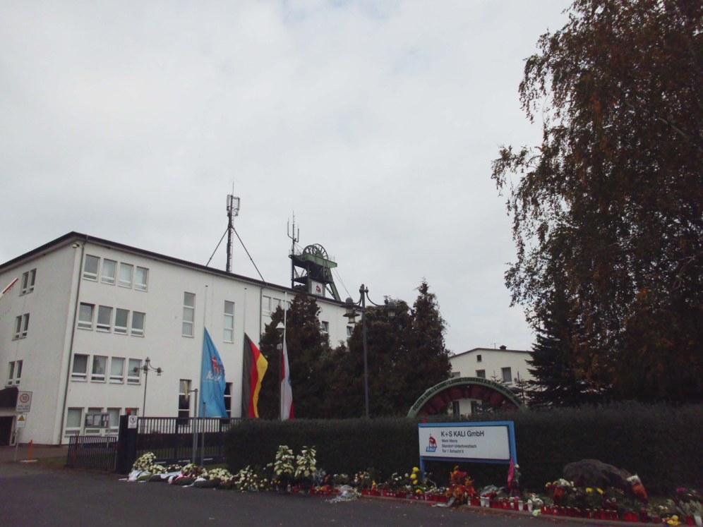 Trauerfeier für die getöteten Kali-Kumpel in Unterbreizbach (Thüringen) - kritische Fragen nach den Ursachen
