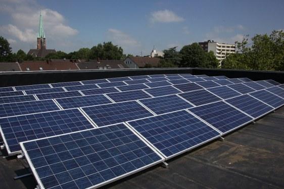 Rekordhoch bei erneuerbaren Energien - Altmeier und Energiekonzerne drücken auf die Bremse