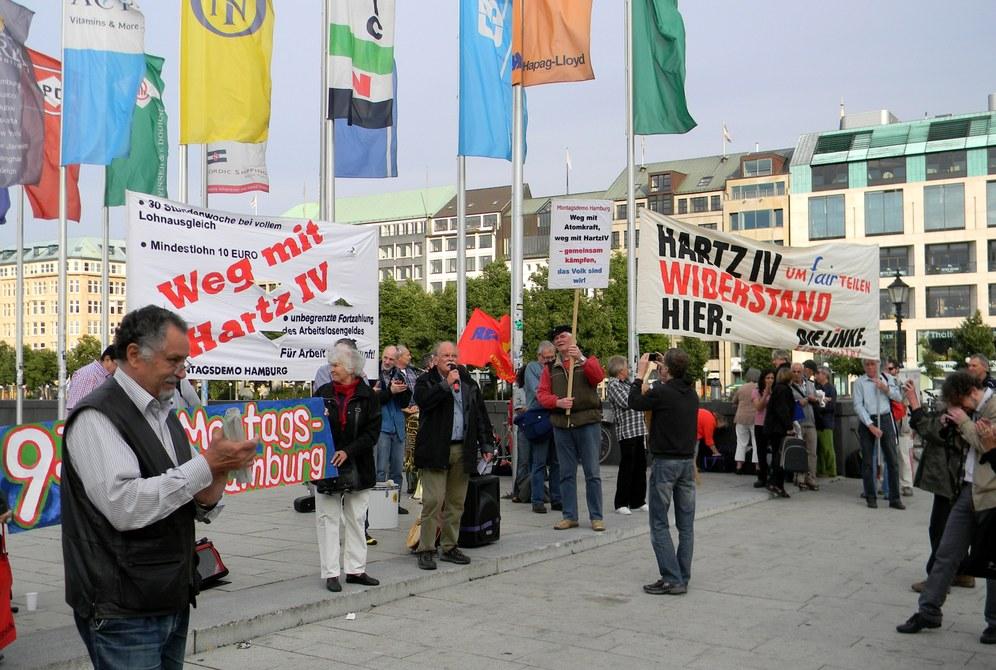 Hamburger Montagsdemo: Neun Jahre und kein bisschen leiser