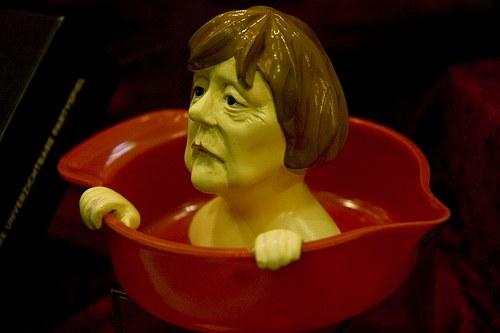 """Merkels scheinheiliges Bekenntnis gegen """"Rechtsextremismus"""""""