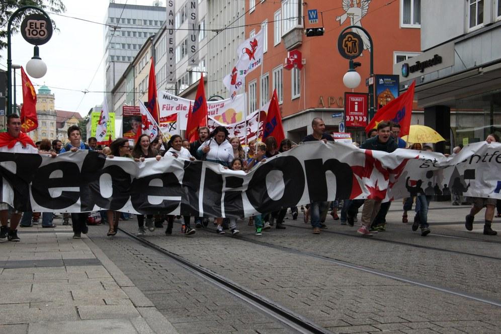 MLPD protestiert gegen Übergriffe von Polizei und Neofaschisten auf ihren Wahlkampf