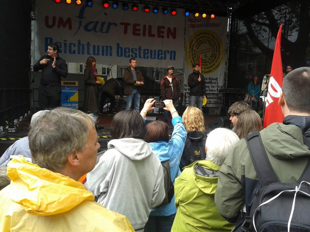 """Bochum: 12.000 Teilnehmer bei der """"Umfairteilen""""-Demo - Opelaner sprechen von der Hauptbühne"""