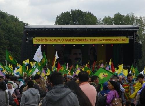 Stefan Engel spricht vor zehntausenden Kurden auf dem YEK-KOM-Festival - aktuell mit Video