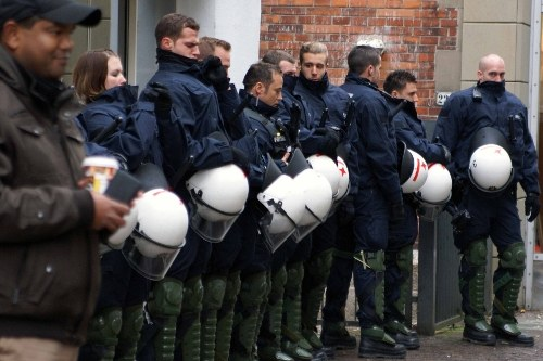 Polizeirepression: Hunderte Antifaschisten in Gewahrsam