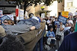 "US-Staatspleite in letzter Minute abgewendet - ultrareaktionäre ""Tea Party""-Bewegung gescheitert"