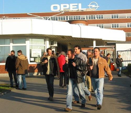 Betriebsversammlung bei Opel Bochum: Breite Kritik an Kapitulation vor GM und antikommunistischer Hetze