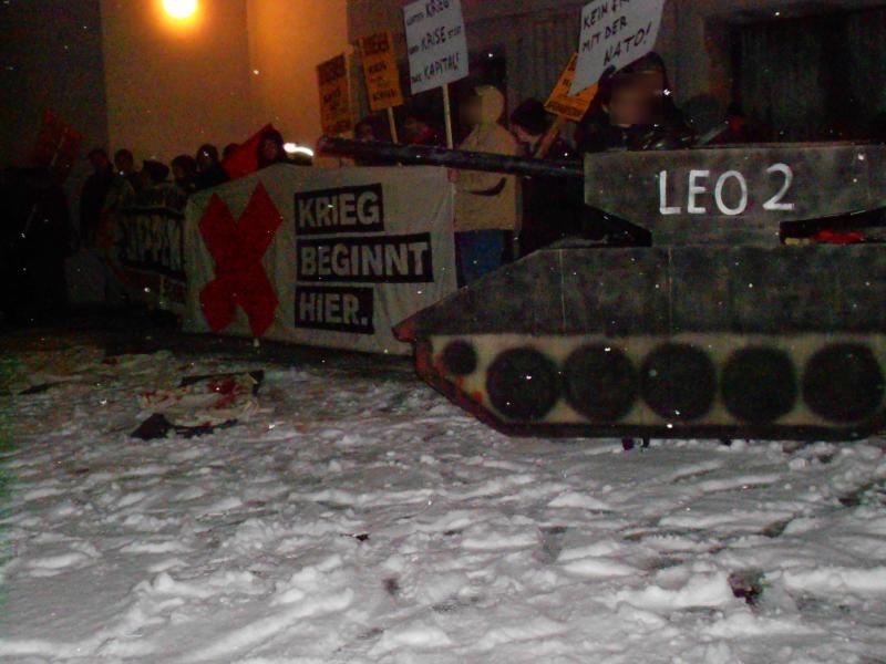 Etwa 80 Antimilitaristen protestieren gegen Bundeswehr-Konzert