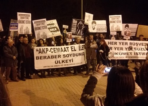 "Demonstranten in Antalya rufen: ""Rebellion - Revolution - Freiheit"""