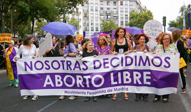 Zehntausende Frauen in Spanien und Frankreich demonstrieren