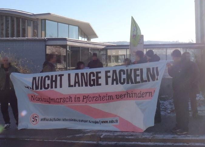 Pforzheim: 1.000 Menschen gegen faschistische Mahnwache